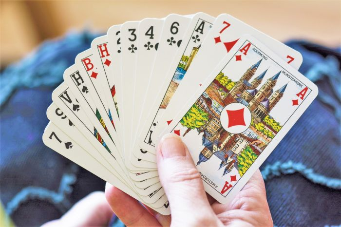 playing-cards-1252374_1920.jpg