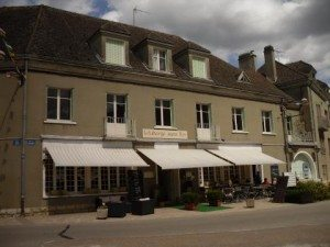 facade-auberge-sans-nom-300x225