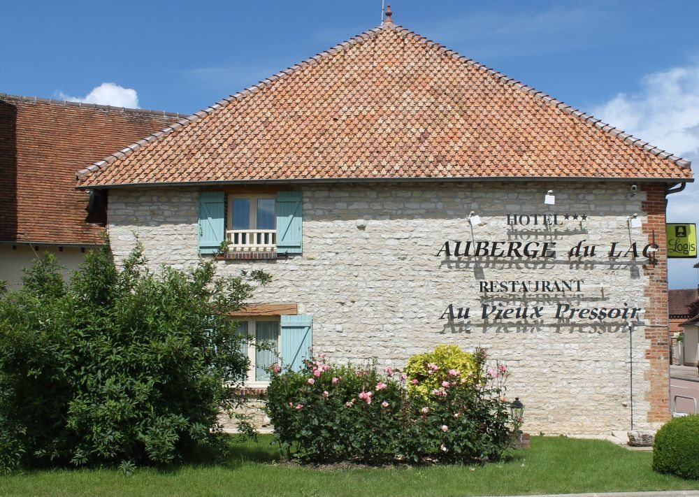 IMG_0006Auberge-du-Lac