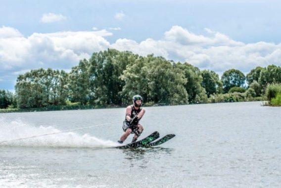Ski nautique à Dienville